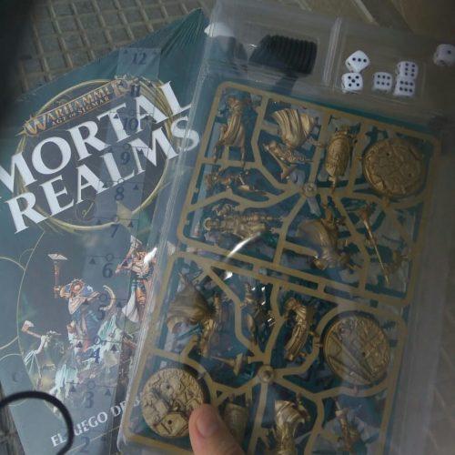Ya hay números uno de Mortal Realms en algunos kioscos
